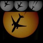 Sonne mit Flugzeug